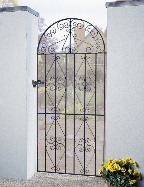 Stirling Arched Tall Metal Side Gate